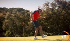 Гарет Бейл жонглира с клъб и топка за голф